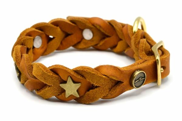 Lederhalsband Tender OPULENT in cognac mit goldfarbenen Stern Schmucknieten