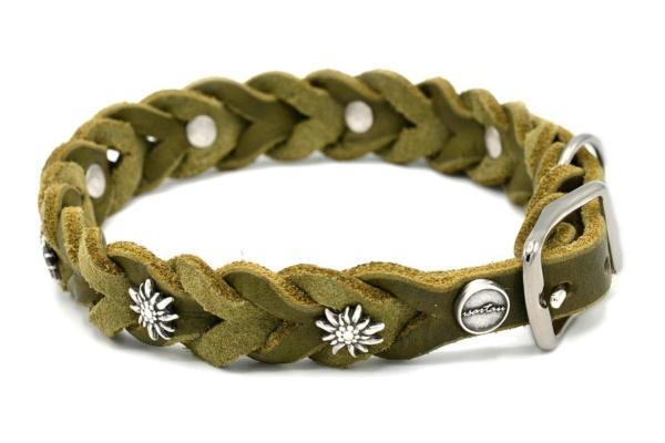Lederhalsband Tender OPULENT in olivgrün mit silberfarbenen Edelweiss Schmucknieten